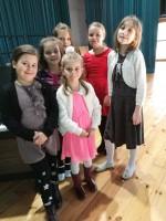 Naše malé zpěvačky na třineckém podiu...